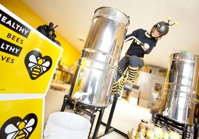 The Beez Kneez Keeps Biz Buzzing Amid Challenging Climate