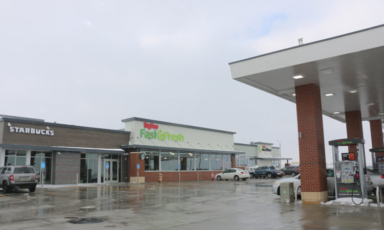 Hy-Vee Opens 'Fast & Fresh' Store in Lakeville