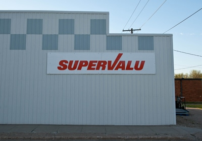 Supervalu Stock Tumbles After Company Cuts Full-Year Outlook