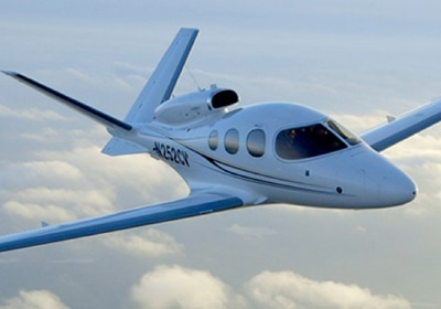 Cirrus Hands Keys For Personal Jet To Its First Customer