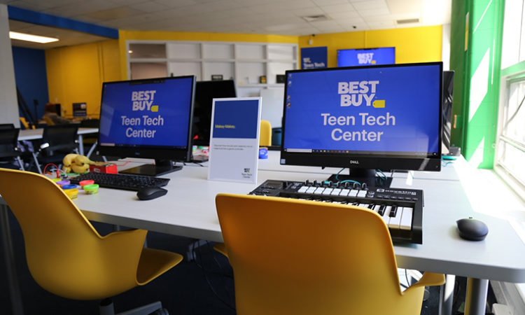 Best Buy Vows to Stand Up 100 'Teen Tech Centers'