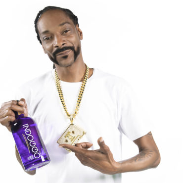 Snoop Dogg Mixes His New Gin In Minnesota